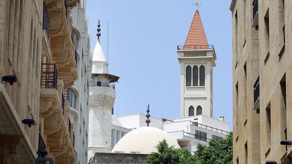 Moschee und christiche Kirche im Beiruter Stadtteil Hamra; Foto: dpa