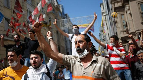 Demonstration gegen Erdogan in Istanbul; Foto: Reuters