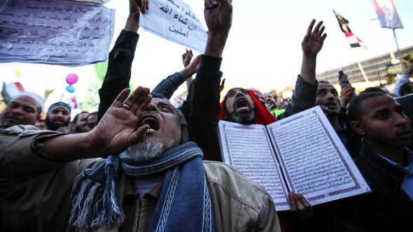 Islamisten demonstrieren in Kairo; Foto: picture-alliance/Landov