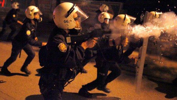 Polizei geht in Ankara mit Tränengas gegen Demonstranten vor; Foto: Reuters