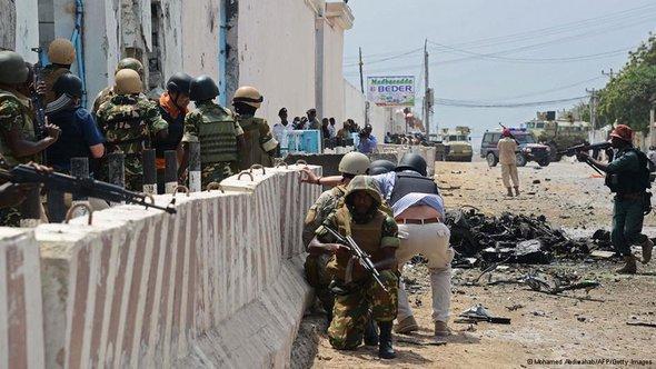 Anschlag auf das UN-Gebäude in Mogadischu am Mittwoch (16.6.2013); Foto: ©Mohammed Abdiwahab/AFP/Getty Images
