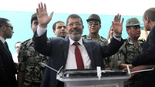 Mohammed Mursi bei der Stimmabgabe während der Präsidentschaftswahlen 2012; Foto: dpa/picture-alliance