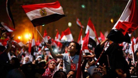 Jubel nach Bekanntwerden der Absetzung Mursis auf dem Tahrir-Platz in Kairo; Foto: Reuters
