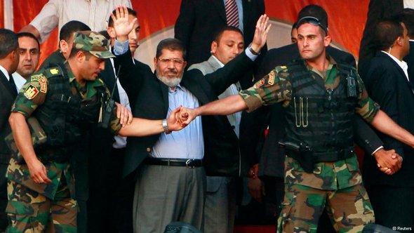 Ägyptens Präsident Mursi vor seiner Entmachtung in Kairo; Foto: Reuters