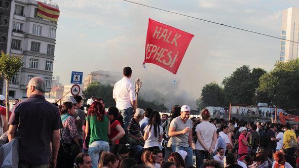Proteste gegen Ministerpräsident Erdogan am Taksim-Platz in Istanbul; Foto: dpa/picture-alliance