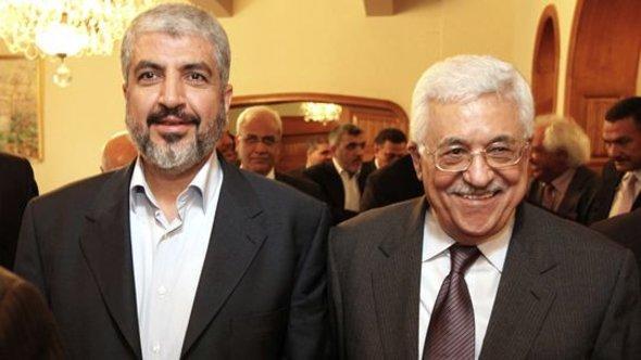 Hamas-Vertreter Chalid Maaschall und Palästinenserpräsident Mahmoud Abbas bei ihrem Treffen in Kairo; Foto: Getty Images