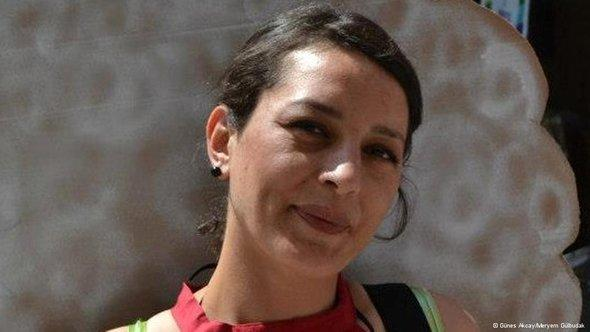 Porträt Günes Akcay; Foto: Meryem Gülbudak/DW