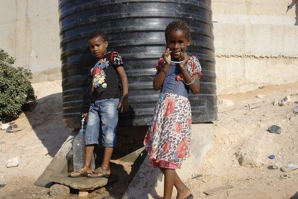 Tawergha-Kinder in einem libyschen Flüchtlingscamp; Foto: Valerie Stocker