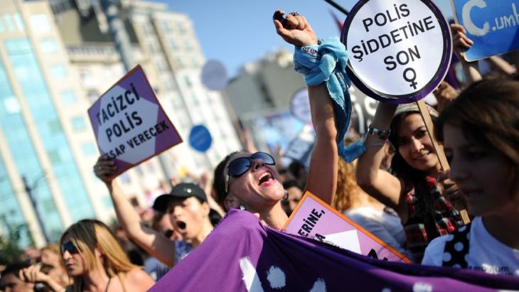 Proteste gegen den türkischen Ministerpräsident Erdogan am Taksim-Platz; Foto: picture-alliance/dpa