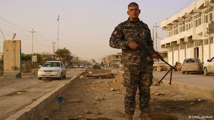 Kämpfer der Sons of Iraq, eine private Sicherheitsorganisation, die von sunnitischen Stammesführern zum Schutz der Sicherheit ihrer Gebiete gegründet wurde; Foto: DW/K. Zurutuza.
