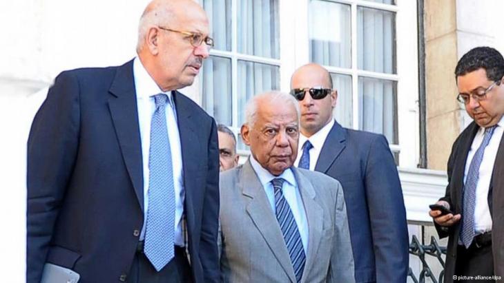 Ex-Vizepräsident ElBaradei neben Chef der Übergangsregierung Beblawi; Foto: dpa