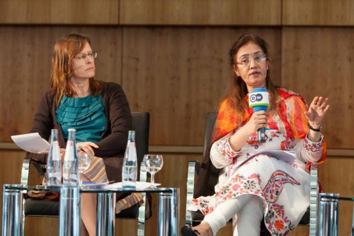 Fauzia Shaheen auf einer Medienkonferenz; Foto: privat