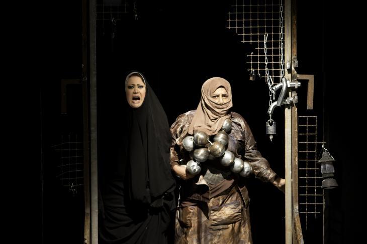 """Szenenbild aus dem Stück """"Frauenmelodie""""; Foto: Ronald Spratte"""