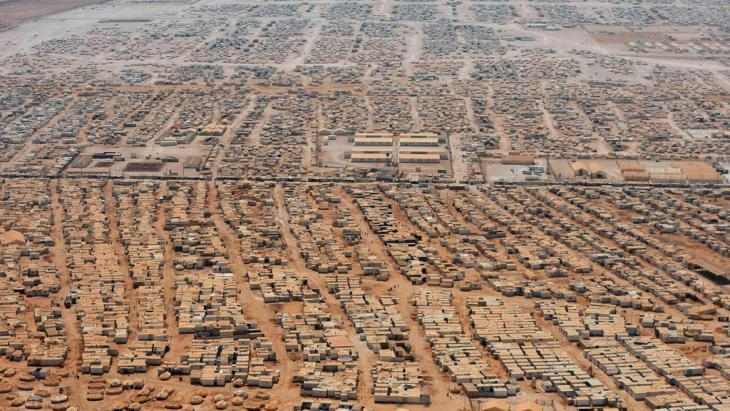 Luftaufnahme das Flüchtlingslagers Zaatari nahe der jordanischen Stadt Mafra; Foto: © Reuters/Mandel Ngan