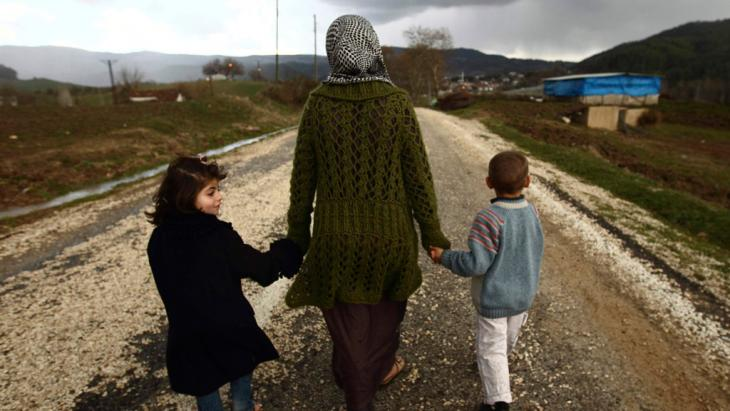 Syrische Flüchtlinge an der türkischen Grenze; Foto: Reuters