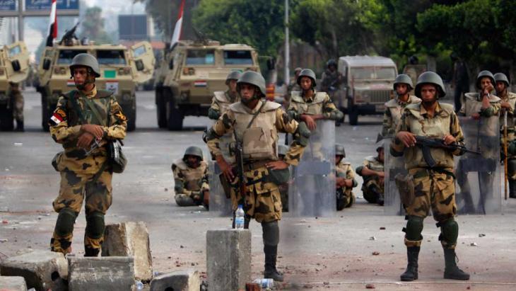 Straßensperren der Armee in Kairo; Foto: Reuters