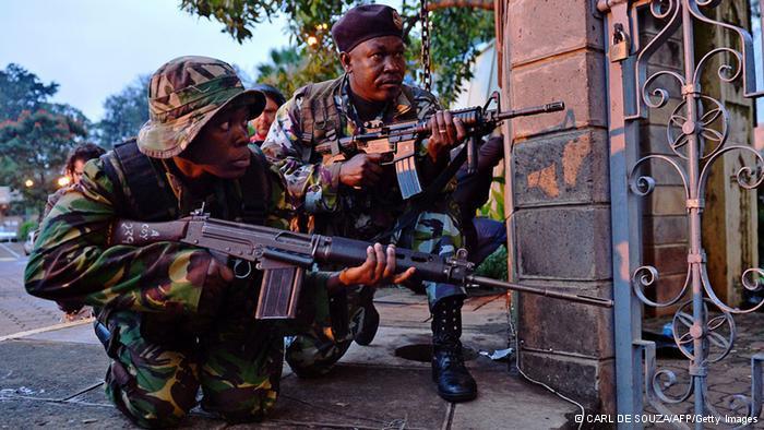 Großeinsatz von Einheiten der kenianischen Armee gegen die verschanzten Terroristen in Nairobi; Foto: AFP/Getty Images