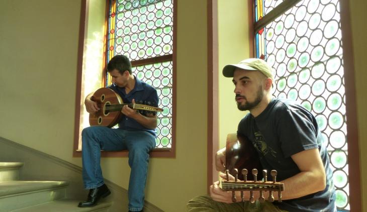 Oud-Spieler bei der Probe im Rahmen der 3. Orientalischen Musik-Sommerakademie in Badenweiler; Foto: Ulrike Askari