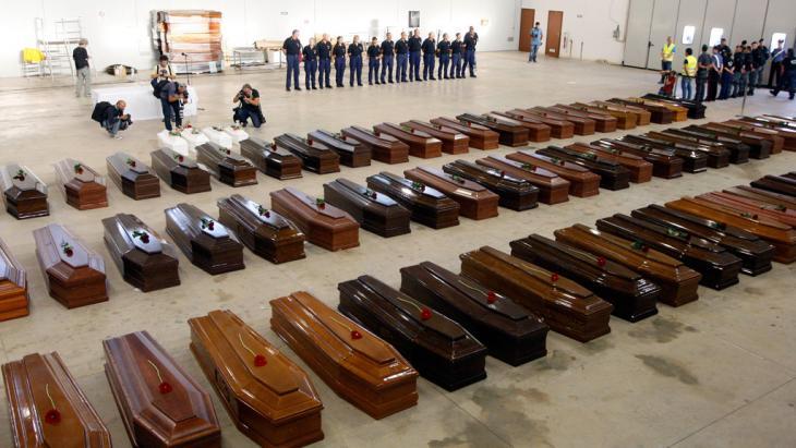 Särge für die Toten der Schiffskatastrophe von Lampedusa; Foto: Reuters