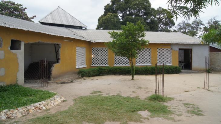 Die Kirche von Bischof Dickson Kaganga in der Nähe von Stone Town; Foto: dpa/picture-alliance