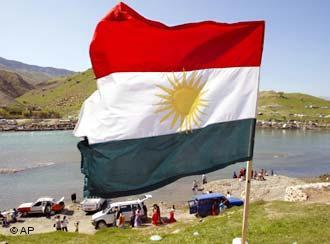 Kurdenfahne in Nordirak; Foto: AP
