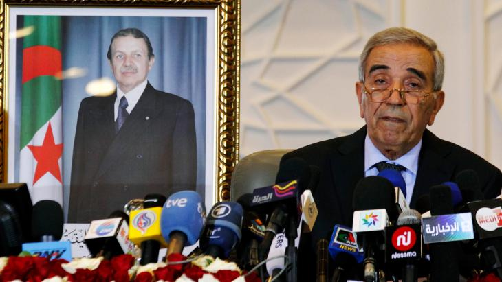 Interior Minister Daho Ould Kablia announces the FLN's victory in the country's most recent elections (photo: picture-alliance/dpa)