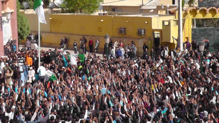 Demonstration junger arbeitsloser Akademiker in Algier für Demokratie und Mitbestimmung in Algerien; Foto: Faiza Souici