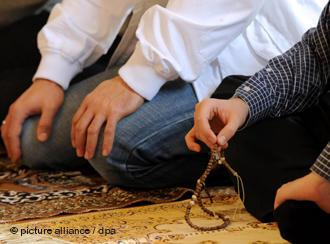 Muslime beim Gebet; Foto: dpa/picture-alliance