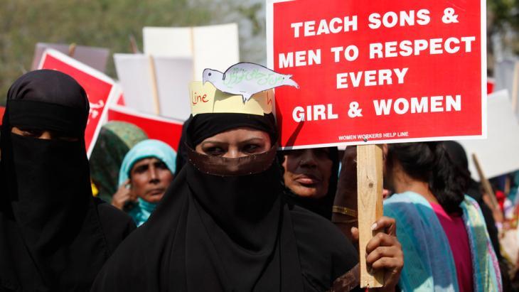 Aktivistinnen an einer Kundgebung zum Internationalen Tag der Frau in Lahore, 8.03.2013; Foto: Reuters