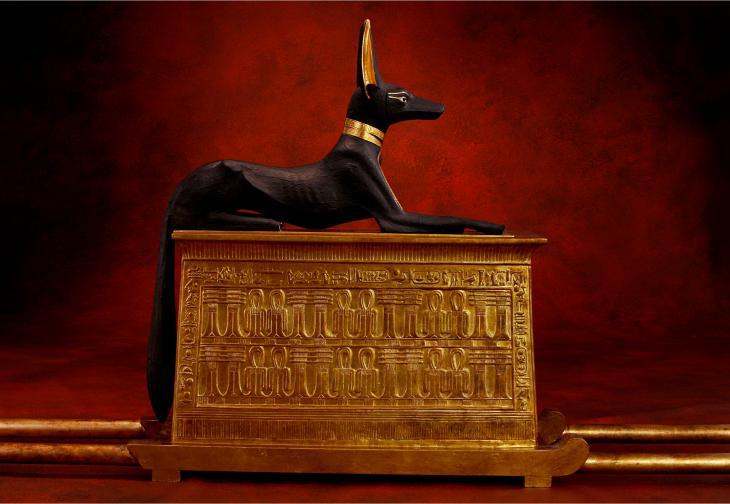 Der Totengott Anubis auf dem Schrein  Foto: A.-M. v. Sarosdy / Rechte: Semmel Concerts GmbH