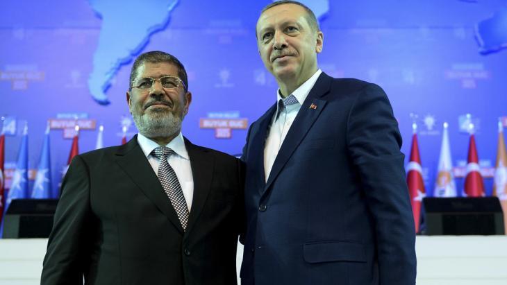 Ägyptens ehemaliger Präsident Mursi (l.) zu Besuch beim türkische Ministerpräsident Erdogan in Ankara im September  2012; Foto: Kayhan Ozer/Prime Minister's Press Office/Handout/Reuters