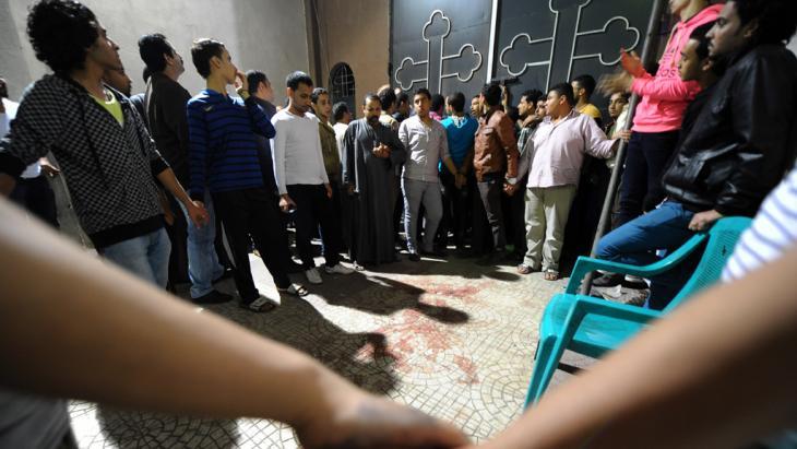 Nach einem Anschlag auf eine koptische Kirche in Kairo am 20. Oktober 2013; Foto: AP/Mohsen Nabil