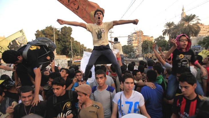 Anhänger der Muslimbruderschaft protestieren gegen die Amtsenthebung von Präsident Mohammed Mursi in Kairo; Foto: Reuters/Amr Abdallah Dalsh)