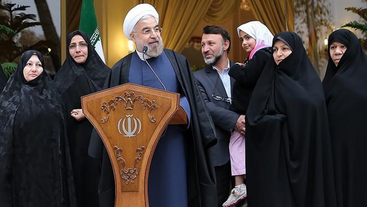Iranischer Präsident Hassan Rohani bei einer Pressekonferenz nach dem Atom-Abkommen von Genf in Teheran; Foto: Tasnim