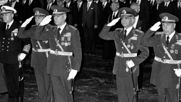Türkische Generäle übernehmen am 12. September 1980 in Ankara die Macht; Foto: Burhan Ozbilici, File /AP/dapd