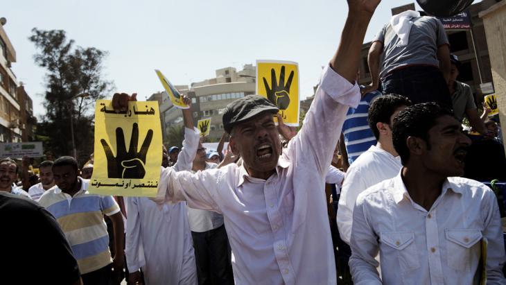 Anhänger der Muslimbruderschaft demonstrieren gegen die Räumung des Rabaa al-Adawiya-Protest-Camps in Kairo; Foto: Gianluigi Guercia/AFP/Getty Images