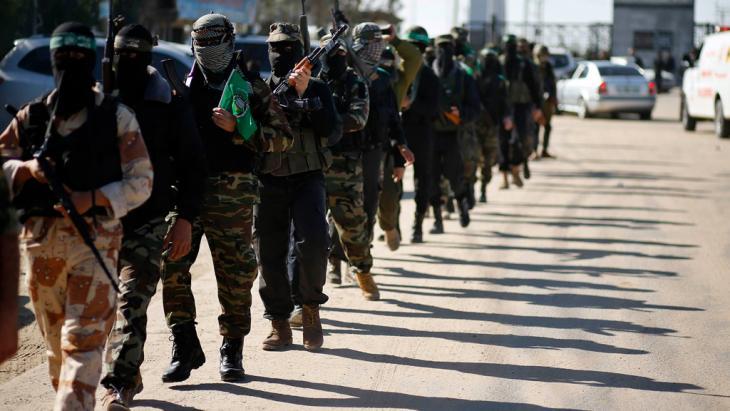 Mitglieder der al-Kassam Brigade bei der Ankunft des politischen Hamas-Führers Khaled Maschaal, 07.12.12; Foto: Reuters