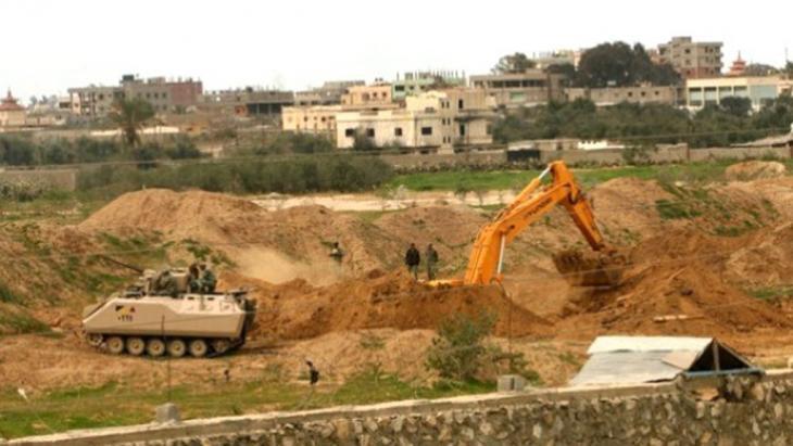 Ägyptische Armee zerstört Tunnel, Rafah, 17.08.13; Foto: DW/S. Al Farra