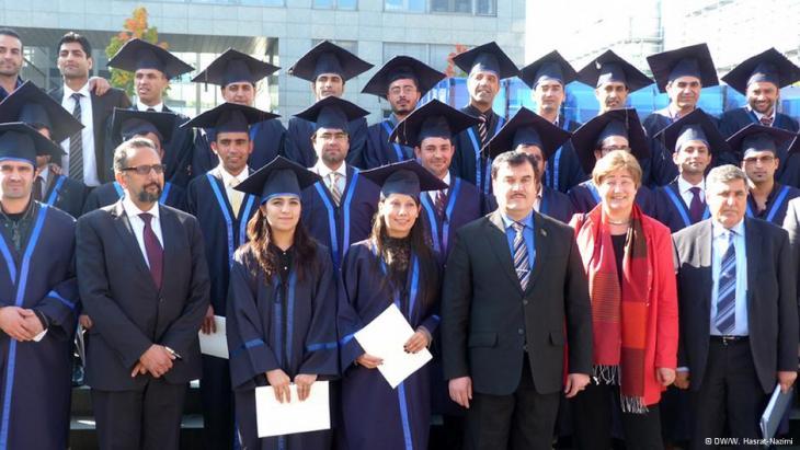 Afghanische Master-Absolventen an der Universität Bochum feiern ihren Abschluss; Foto: DWW. Hasrat-Nazimi
