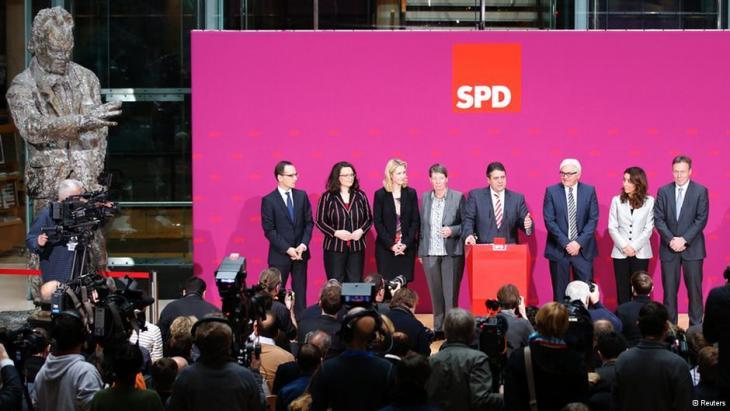 Der SPD-Vorsitzende Sigmar Gabriel und SPD-Minister der neuen Bundesregierung; Foto: Reuters