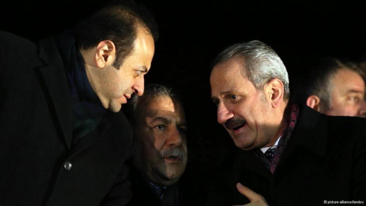 Wirtschaftsminister Zafer Caglayan (rechts) zusammen mit Innenminister Muarrem Güler (links); Foto: picture-alliance/landov