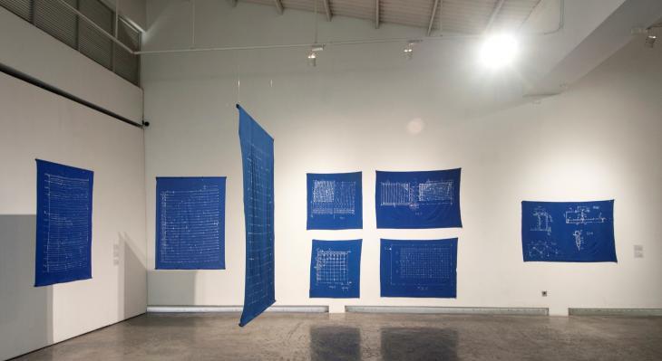 Dina Danishs Installation auf der Biennale Jogja XII 2013 - batik dyeing on cotton fabric