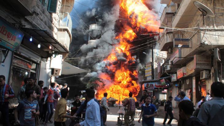 Bombenexplosion in einem Wohnviertel Aleppos; Foto: Reuters