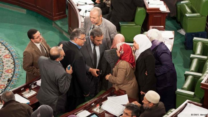 Tunisian parliamentarians in discussions; Foto: DW/S. Mersch