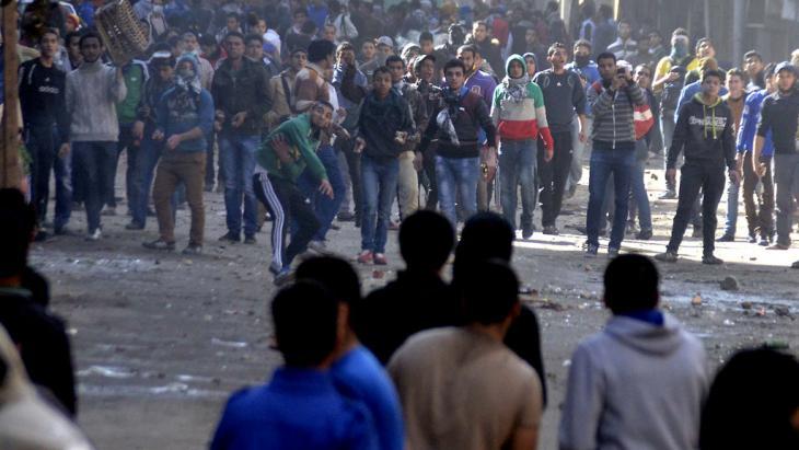 Gegner der Militärs bei Ausschreitungen im Kairoer Viertel Gizeh; Foto: AFP/Getty Images