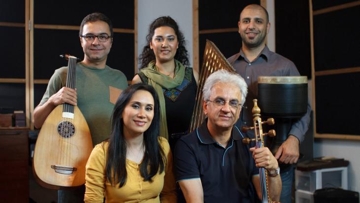 Iranische Sängerin Tahare Falahati und ihre Gruppe; Foto: Tahare Falahati