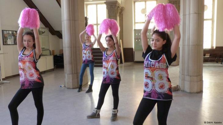 Schülerinnen bei der Probe; Foto: DW/A.Kasiske