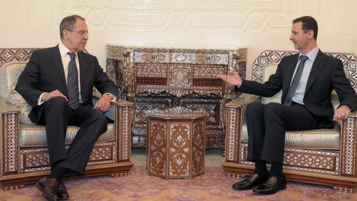 Besuch des russischen Außenministers Lawrow bei Syriens Präsident Baschar al-Assad in Damaskus im Februar 2012; Foto: dpa/picture-alliance