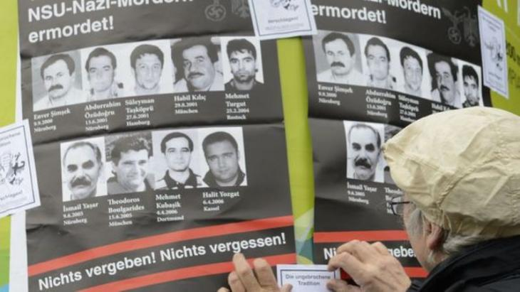 """Plakate in München erinnern an die Opfer des """"Nationalsozialistischen Untergrunds""""; Foto: Christof Stache/AFP/Getty Images"""