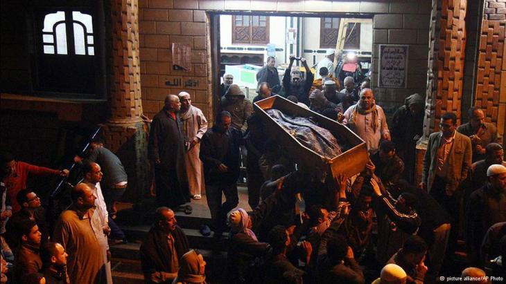 Abschied nehmen: Trauerfeier für Mayada Ashraf; Foto: AP/picture-alliance